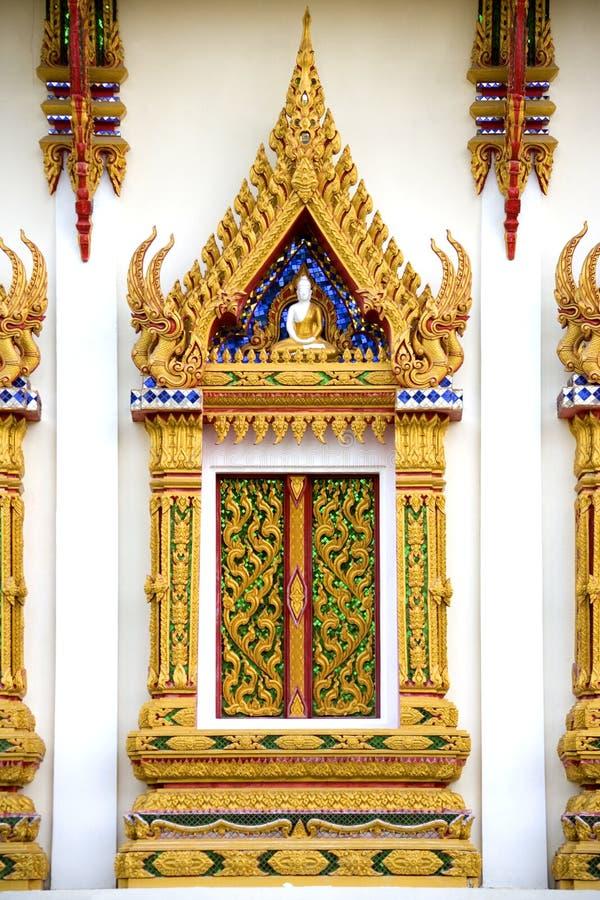 Het Thaise Boeddhistische Venster van de Tempel stock foto