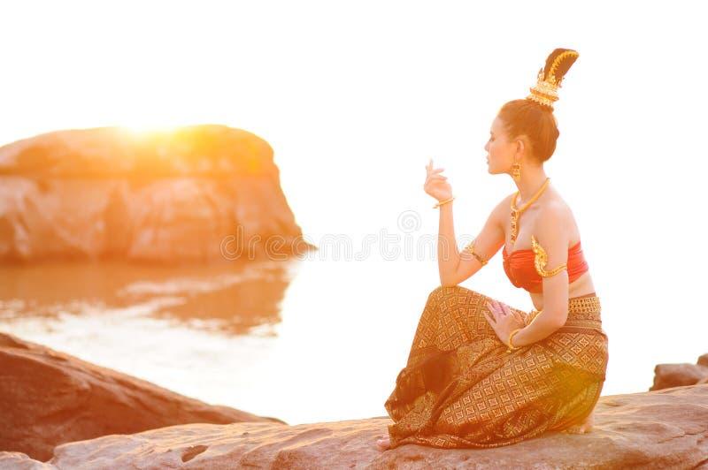 Het Thaise kostuum van vrouwen stock afbeeldingen