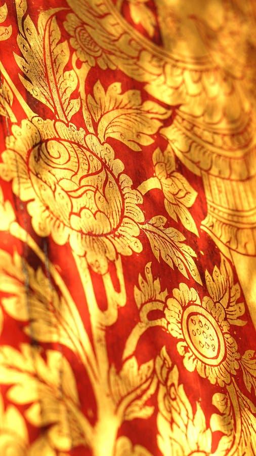 Het Thaise oosterse rode en gouden patroon van de bloemillustratie royalty-vrije stock foto