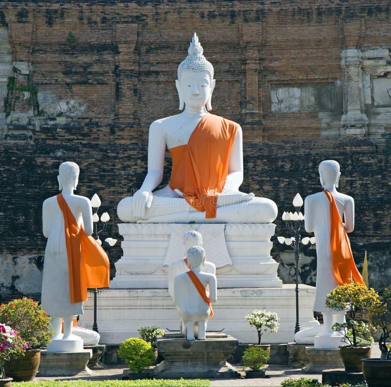 Het Thaise Standbeeld van Boedha in Wat Yai Chai Mongkol stock foto