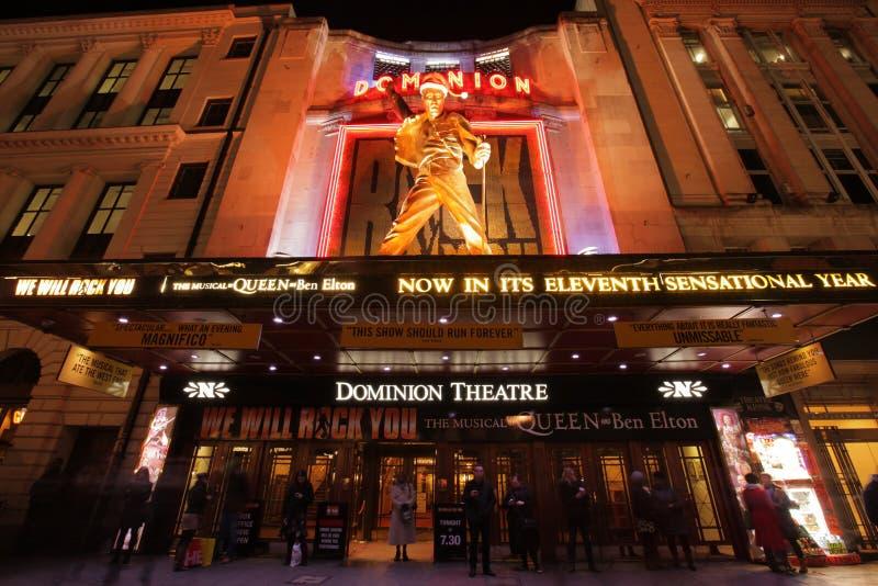 Het theater van de Heerschappij bij nacht stock foto