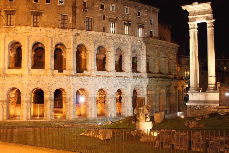 Het theater van Marcel in 's nachts Rome royalty-vrije stock afbeeldingen