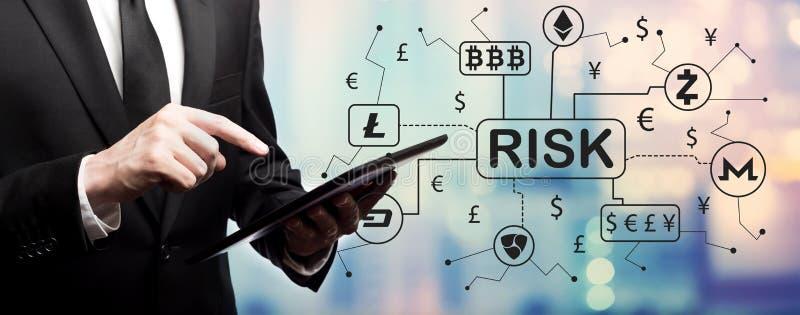 Het thema van het Cryptocurrencyrisico met zakenman stock afbeelding