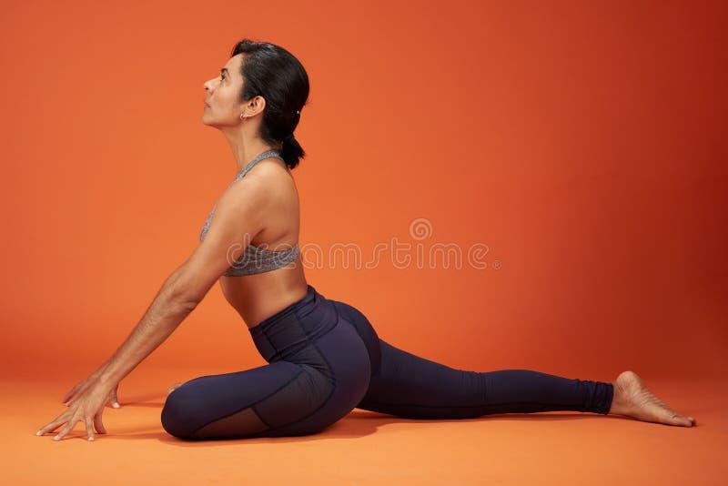 Het thema van de yogaoefening royalty-vrije stock afbeelding