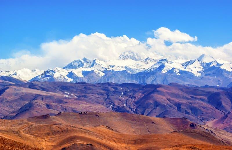 Het Tibetaanse plateau scène-overziet Everest (Mt. Qomolangma) stock afbeeldingen