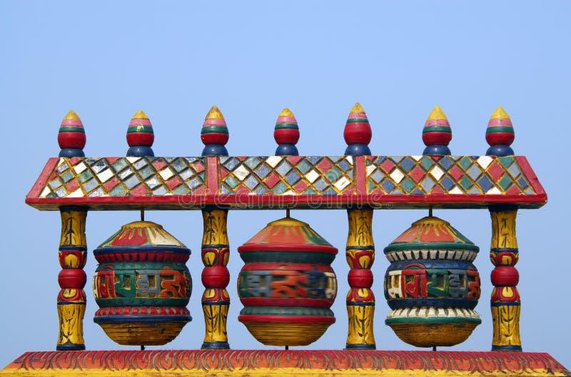 Het Tibetan Boeddhistische gebedwiel spinnen royalty-vrije stock fotografie