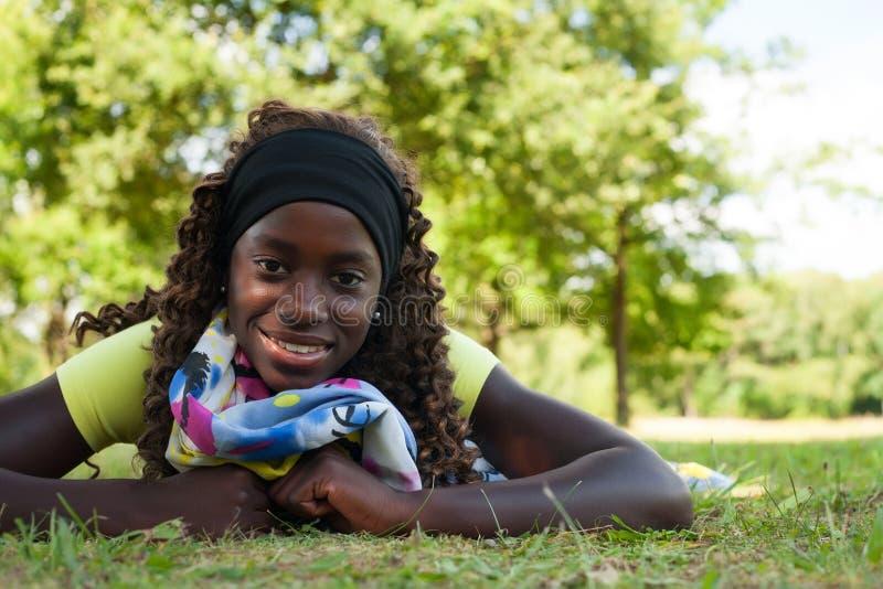 Het tiener zwarte meisje van Nice royalty-vrije stock foto