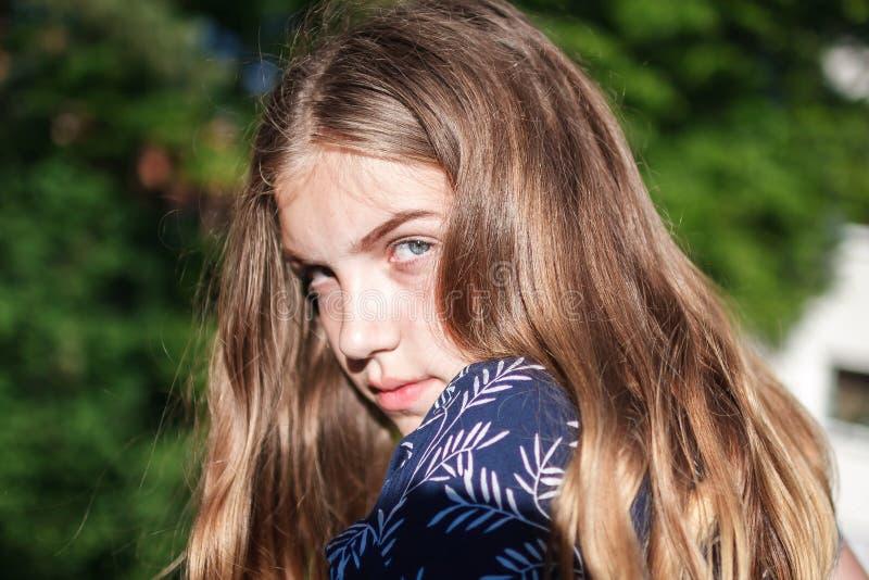 Het tienermeisje is niet bevallene ontstemd stock afbeelding