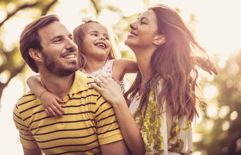 Het is tijd om met uw familie te genieten van stock foto's