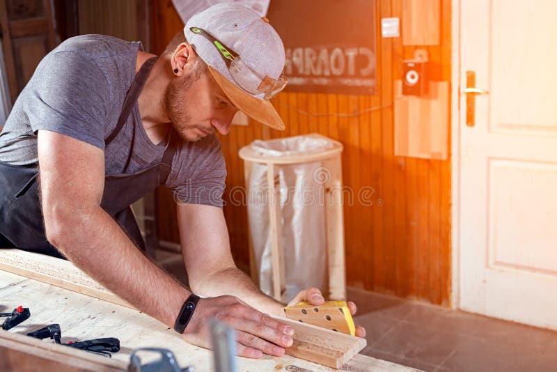 Het timmermanswerk met houten royalty-vrije stock afbeelding