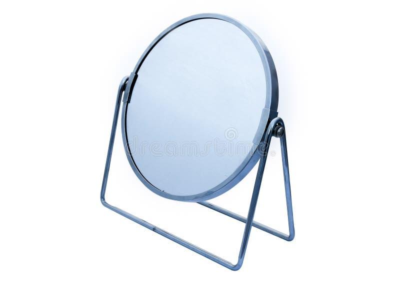 Het titelen van cirkel scharnierend chroom ontwierp ijdelheidsspiegel voor make-up of het scheren enz. op witte achtergrond stock afbeelding