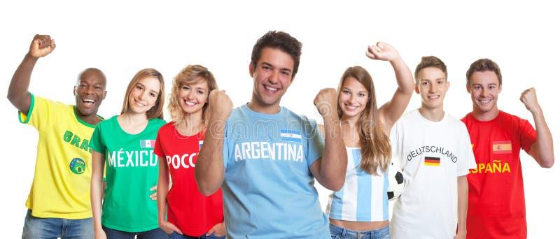 Het toejuichen van Argentijnse voetbalverdediger met ventilators van andere telling stock afbeeldingen