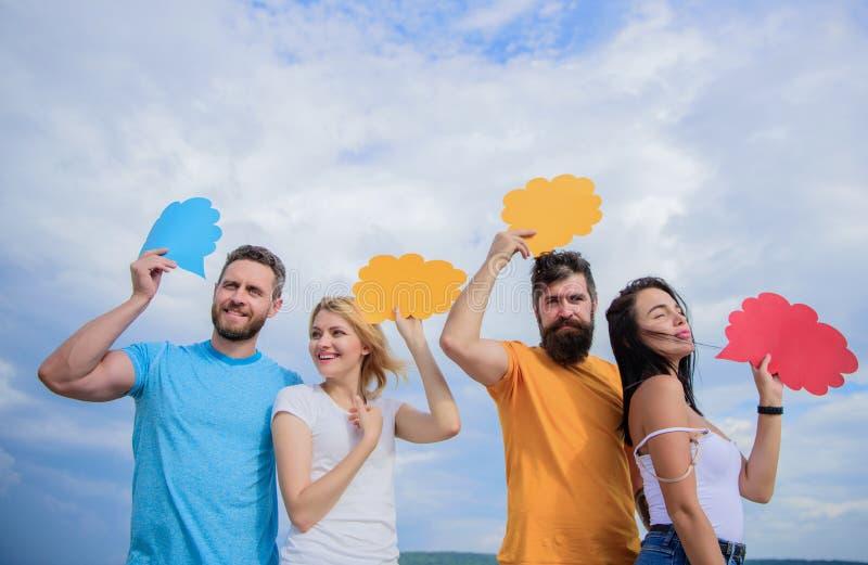 Het toelaten van efficiënte mededeling Groeps communicatie genoegen De mededeling komt door toespraakballons voor Mensen royalty-vrije stock afbeelding