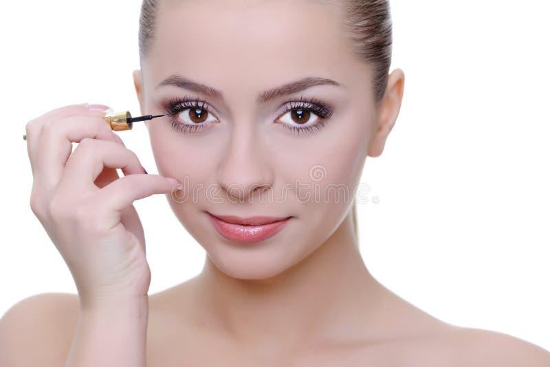 Het toepassen van eyeliner stock fotografie