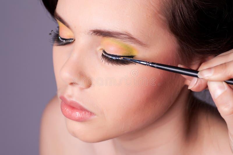 Het toepassen van Make-up stock foto