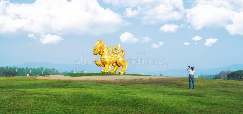 Het toerisme neemt een foto bij Singha-park stock afbeelding