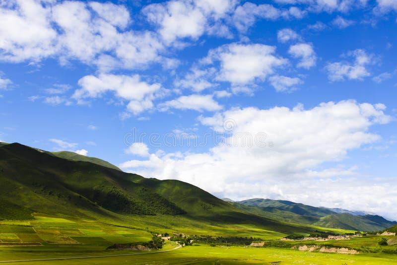 Download Het Toerisme Van China Qinghai Stock Afbeelding - Afbeelding bestaande uit bergen, wolken: 39115319