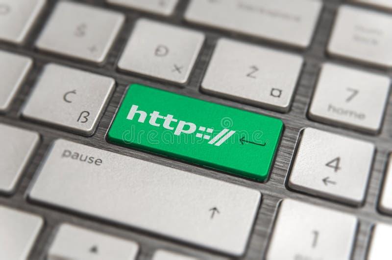Het toetsenbord met groene sleutel gaat en teksten van de knoop de moderne PC van woordhttp binnen stock foto