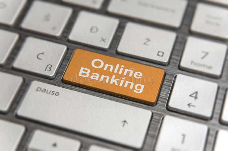 Het toetsenbord met sleutel gaat en verwoordt Online moderne PC van de Bankwezenknoop in royalty-vrije stock afbeeldingen
