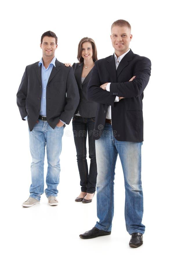 Het toevallige businesspeople stellen in studio stock foto