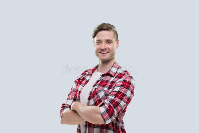 Het toevallige Geïsoleerde Overhemd van Guy Folded Hands Wear Checked van de Mensen Gelukkige Glimlach Jonge Knappe stock afbeelding