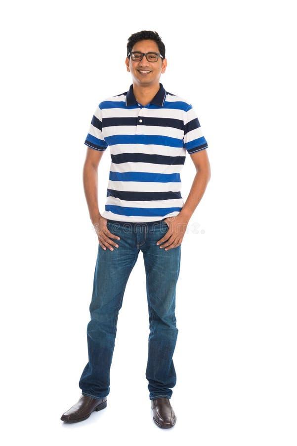 Het toevallige mannetje van India in wit volledig lichaam als achtergrond stock afbeeldingen