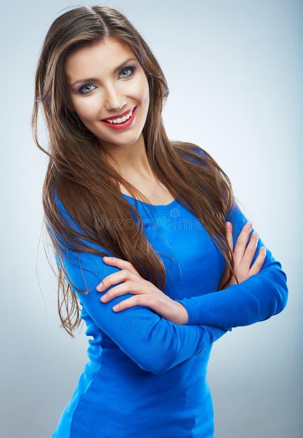 Het toevallige stijl jonge vrouw stellen op geïsoleerde studioachtergrond. royalty-vrije stock foto