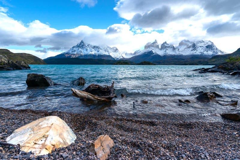 In het Torres del Paine nationale park, Patagoni?, Chili, Lago del Pehoe stock foto