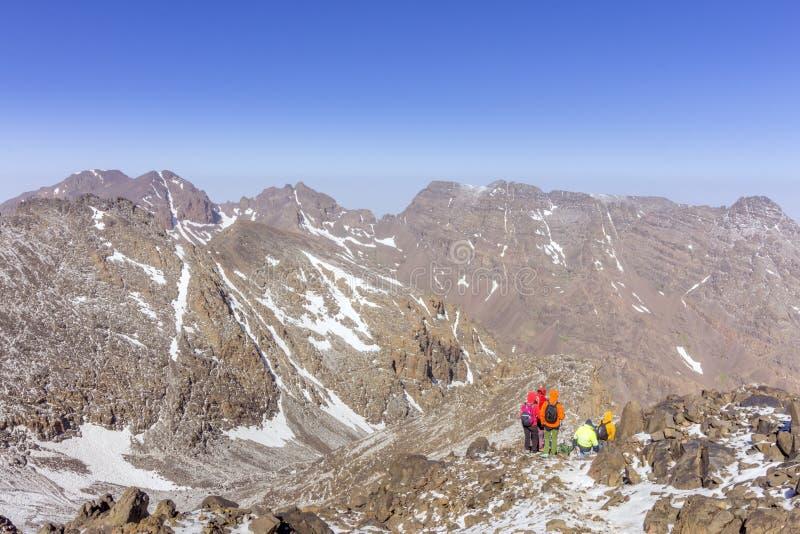 Is het Toubkal nationale park, piekwhit 4,167m hoogst in de Atlasbergen en Noord-Afrika royalty-vrije stock fotografie
