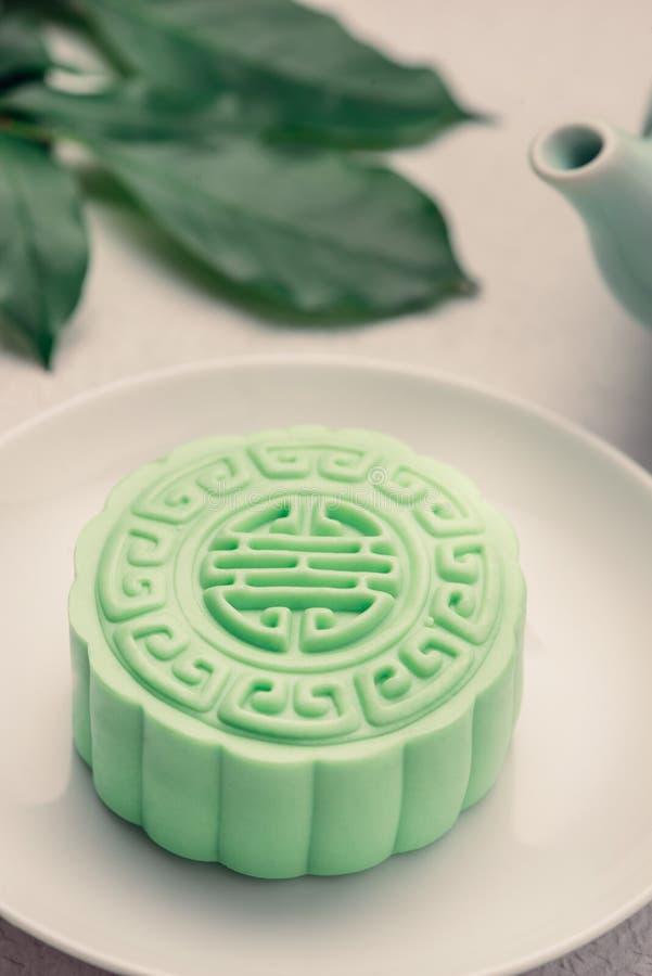 Het traditionele Chinese medio voedsel van het de herfstfestival Sneeuwhuid mooncakes royalty-vrije stock afbeelding
