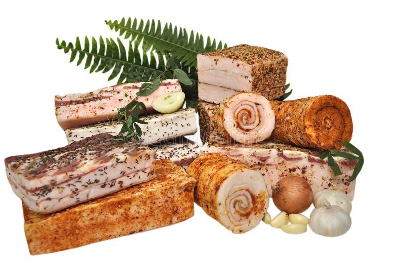Het traditionele eenvoudige Oekraïense voedsel zoutte verse reuzelsalo, garli stock afbeelding