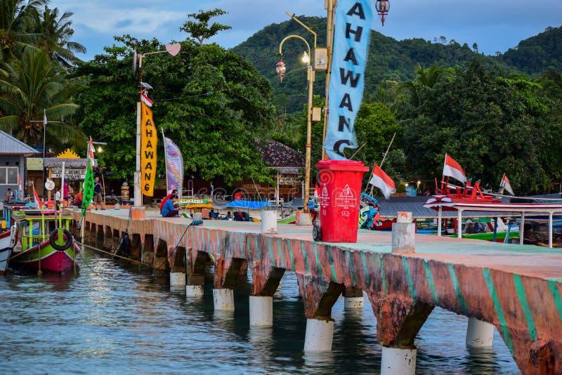 Het traditionele eiland van de visserij houten boot dichtbij pahawang royalty-vrije stock fotografie