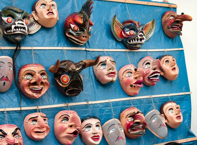 Het traditionele festival maskeert het hangen op een muur van het godsdienstige festival van Paucartambo van Virgen del Carmen royalty-vrije stock fotografie
