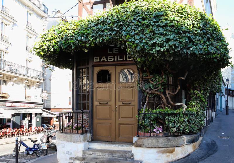 Het traditionele franse restaurant le basilic montmartre for Le miroir restaurant montmartre