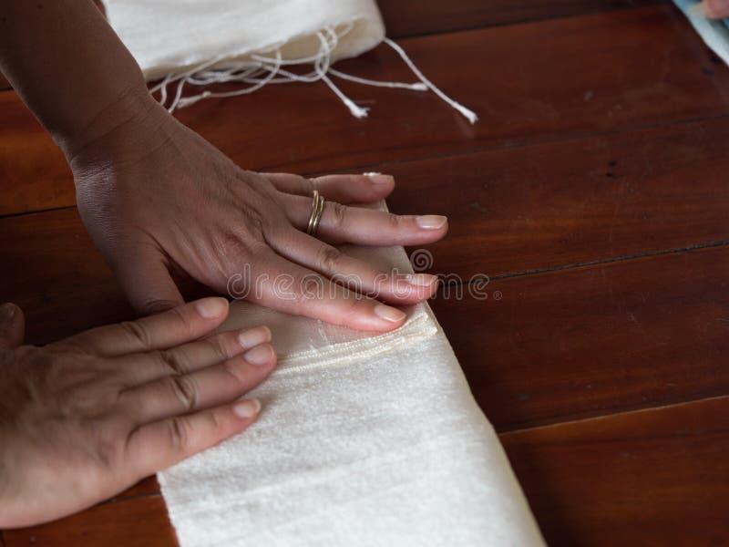 Het traditionele lao weven en het verven, Luang Phabang stock fotografie