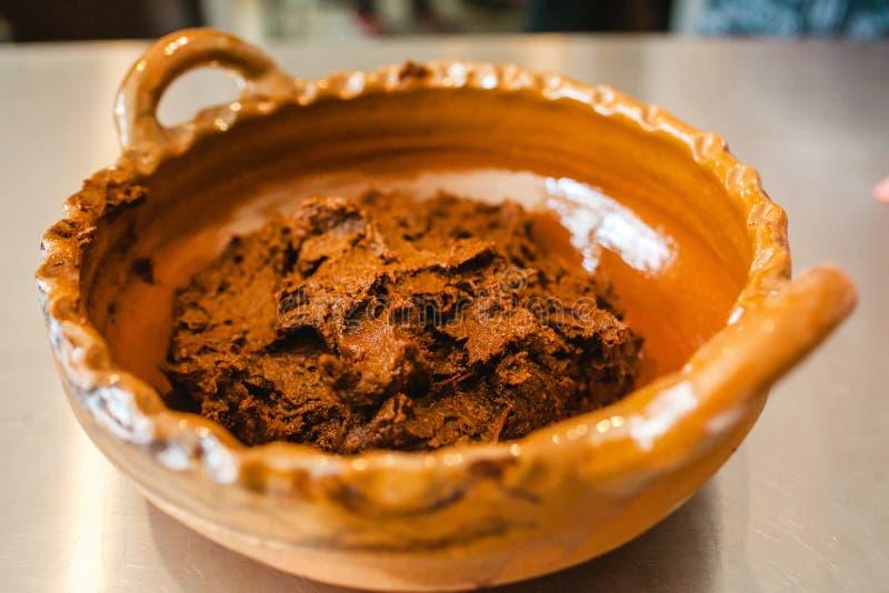 Het Traditionele Mexicaanse voedsel van molmexicano in Mexico-City stock foto