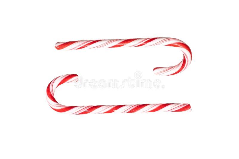 Het traditionele riet van het Kerstmis gestreepte die suikergoed op een witte achtergrond wordt geïsoleerd Hoogste mening stock afbeelding