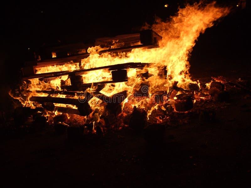 Het traditionele spelen met brand op 18 van februari royalty-vrije stock fotografie