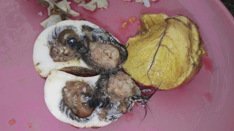 Het traditionele voedsel van het Balutembryo, gegraven ei royalty-vrije stock afbeelding