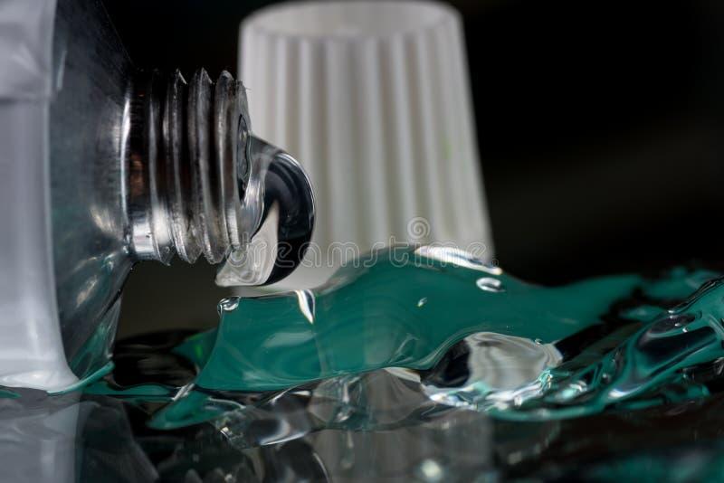 Het transparante gel voor extern gebruik met wat heparine of verdovingsmiddel drukte van een buis royalty-vrije stock fotografie