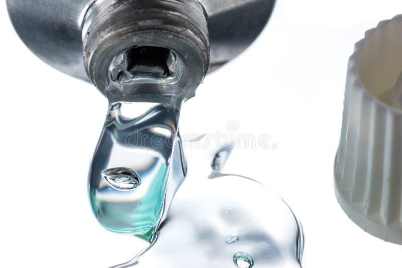 Het transparante gel voor extern gebruik met wat heparine of verdovingsmiddel drukte van een buis stock foto's