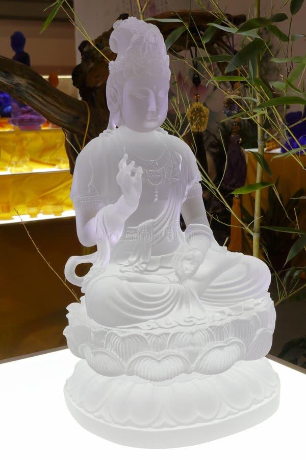 Het transparante standbeeld van glas guanyin bodhisattva, rgb adobe stock fotografie