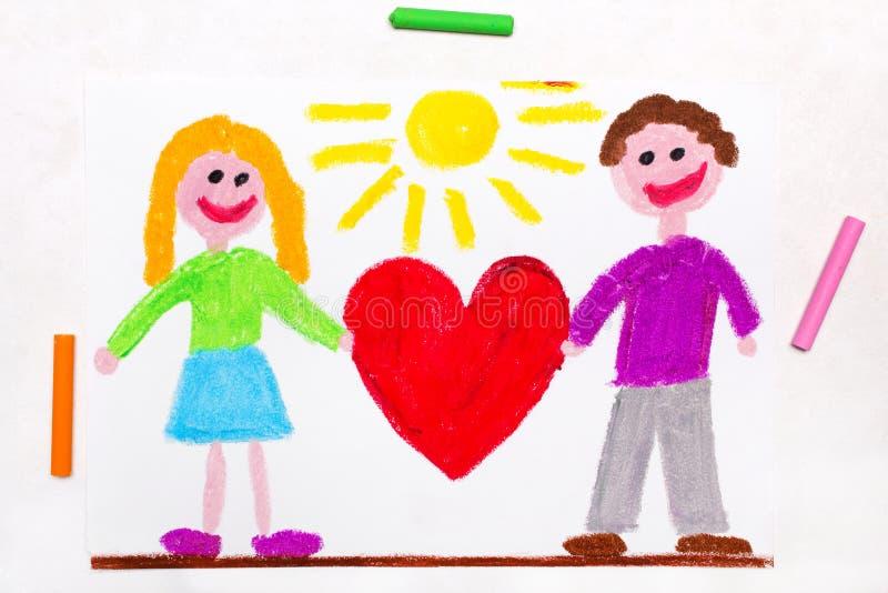Het trekken: Gelukkig paar die groot rood hart houden stock foto's