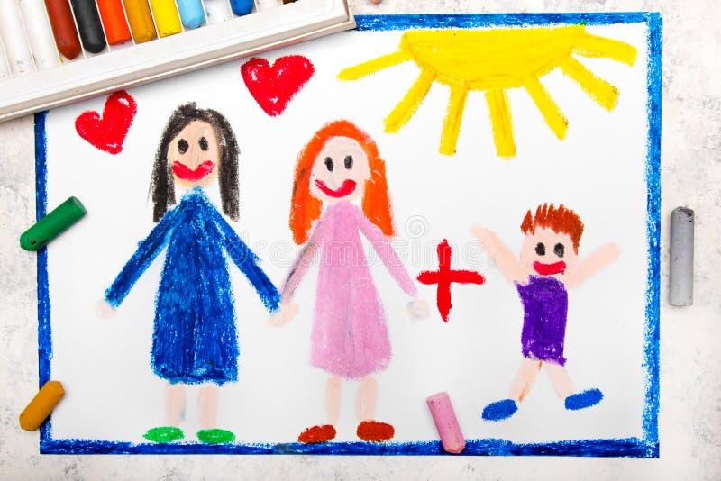 Het trekken: Gelukkige lesbische ouders en haar goedgekeurde zoon royalty-vrije stock foto's