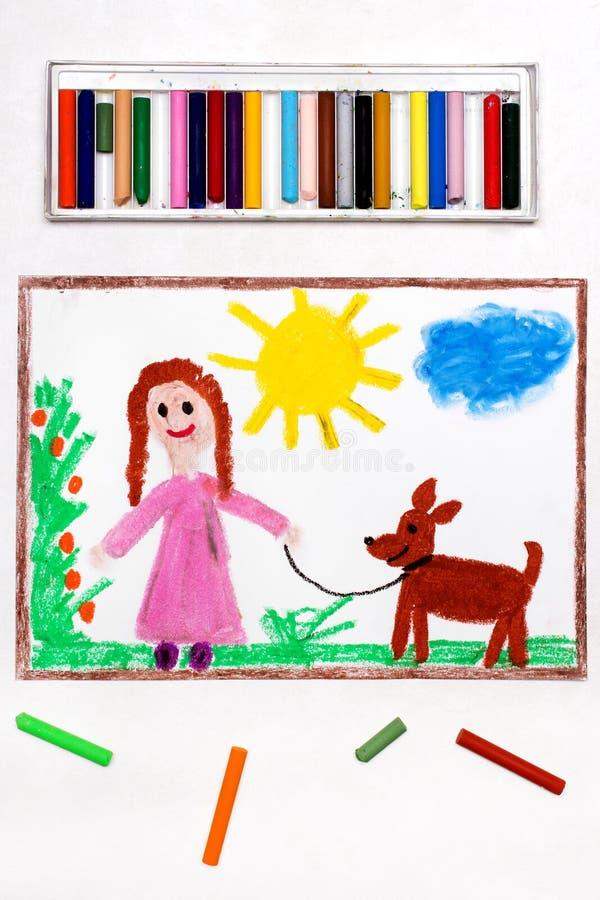 Het trekken: Jong meisje bij roze kleding het lopen hond royalty-vrije stock afbeeldingen