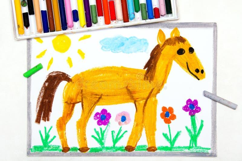 Het trekken: leuk het glimlachen paard in het weiland vector illustratie