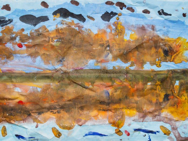 Het trekken van kinderen Foto van kleurrijke tekening: De herfstlandschap, bomen met gele, oranje en rode bladeren, bezinning van stock afbeeldingen