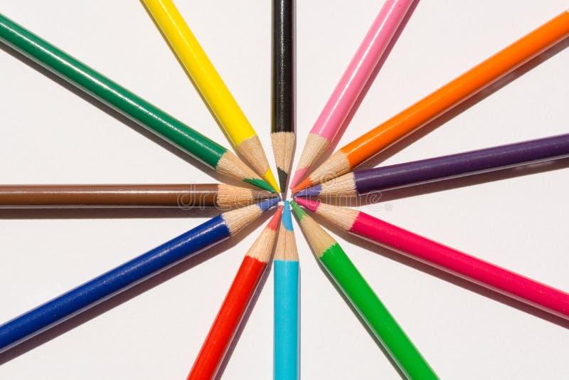 Het trekken van kleurpotloden royalty-vrije stock afbeeldingen