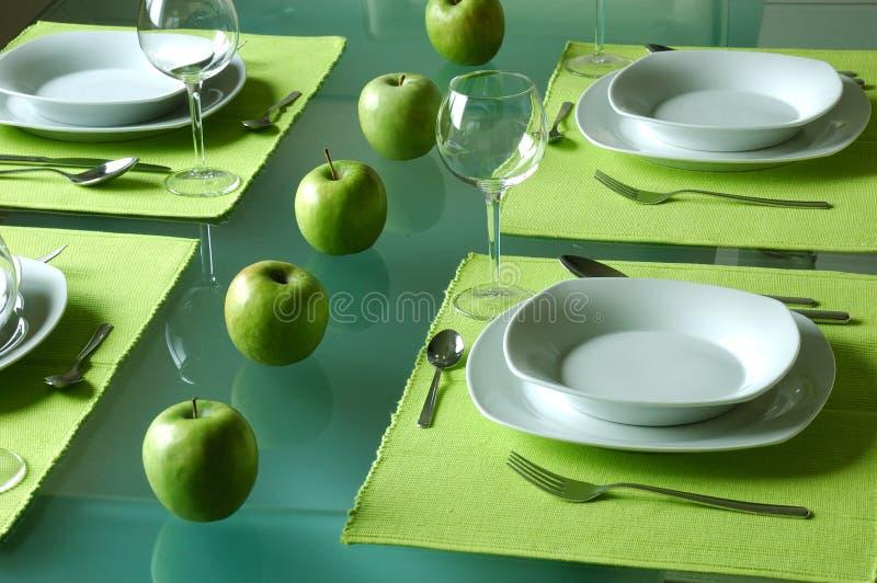 Het Trendy eettafel plaatsen stock afbeelding