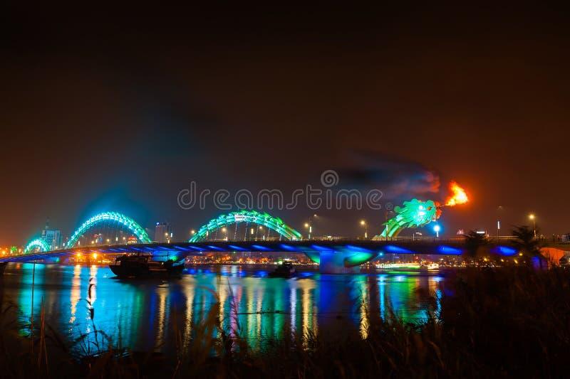 Het turkooise vuren van de Draakbrug stock foto